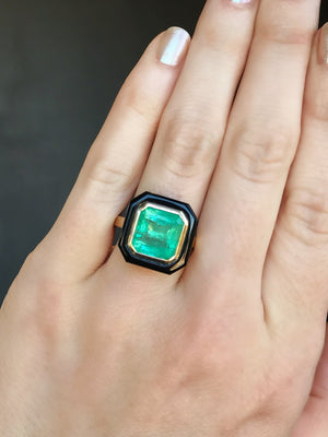 4.95ct Colombian Emerald, Black Onyx and 14k Yellow Gold Bezel Set Ring