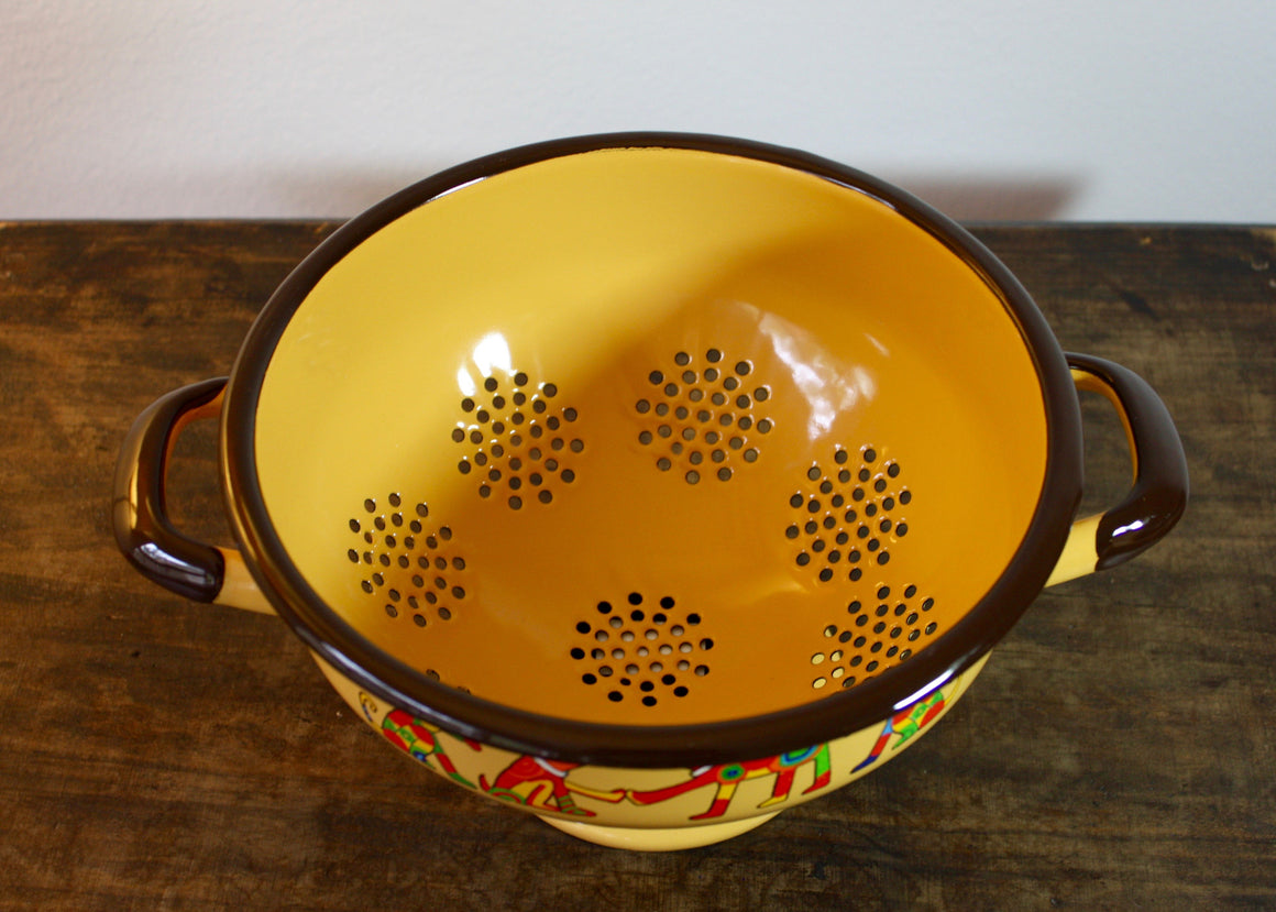 Colander yellow * dogs top view | Rainbow Tongue Enamelware