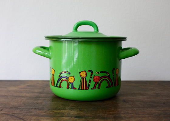 Enamelware cooking pot 1.5L * curved cat(light green) | Rainbow Tongue
