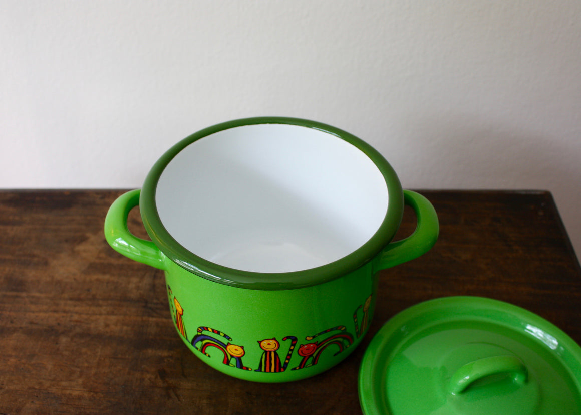 Enamelware cooking pot 1.5L * curved cat(light green) top view | Rainbow Tongue