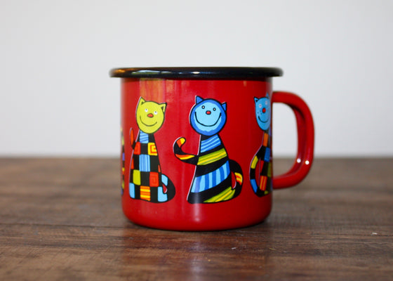 Enamel mug 110ml with sitting cats (red) | Rainbow Tongue Enamelware