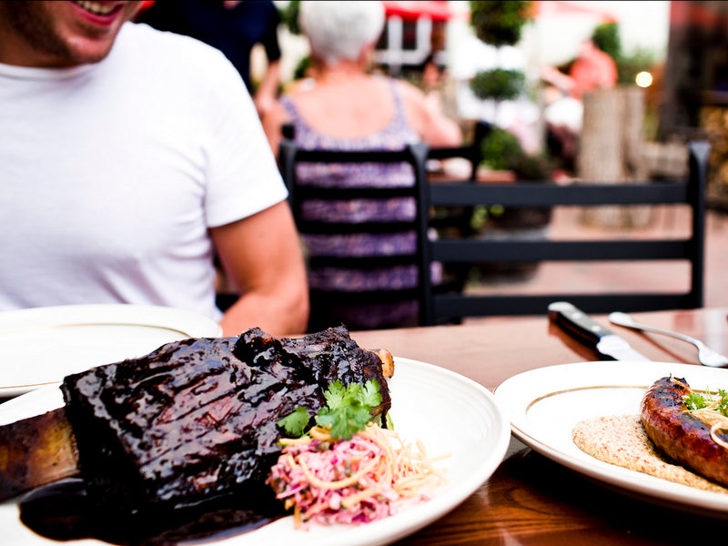 11 Psychological Tricks Restaurants Use To Make You Spend More Money