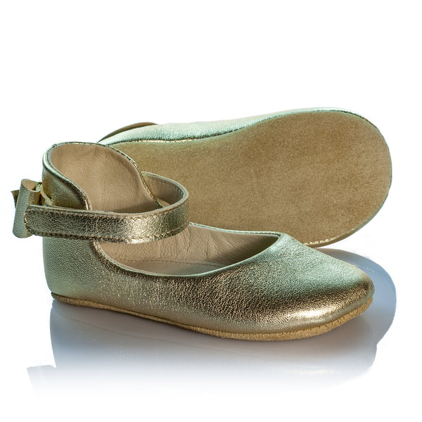 Vibys-Handmade-Gold-Leather-Birthday-Shoes-Daphne-Gold-sole-view