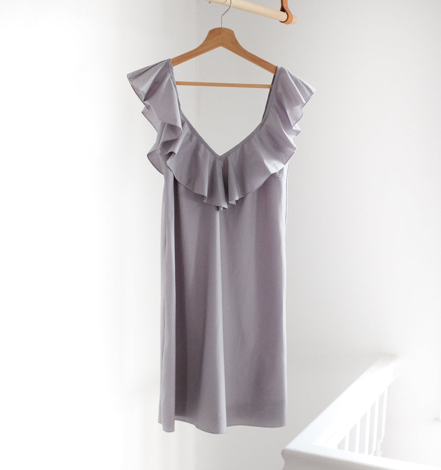 V-neck ruffled shoulder nightdress [Dove] Sleep Veronika Mikan Small