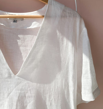 Linen v-neck dress [Crisp White]