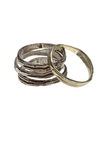 alternative-wedding-bands-Esqueleto-2