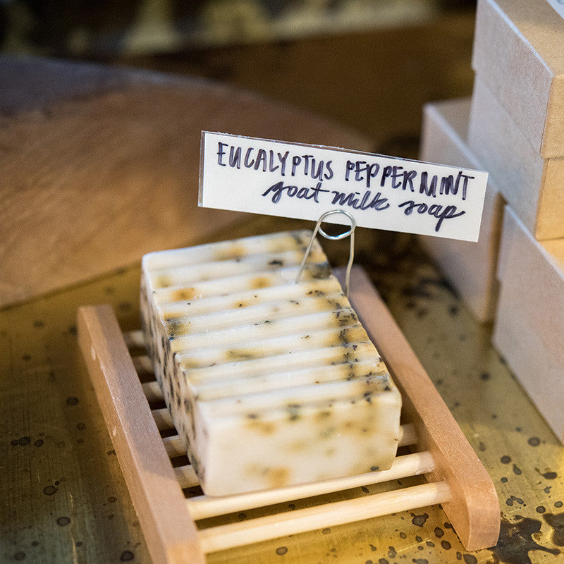 Eucalyptus Peppermint Goat Milk bar is mint-scented and infused with invigorating organic peppermint leaves.