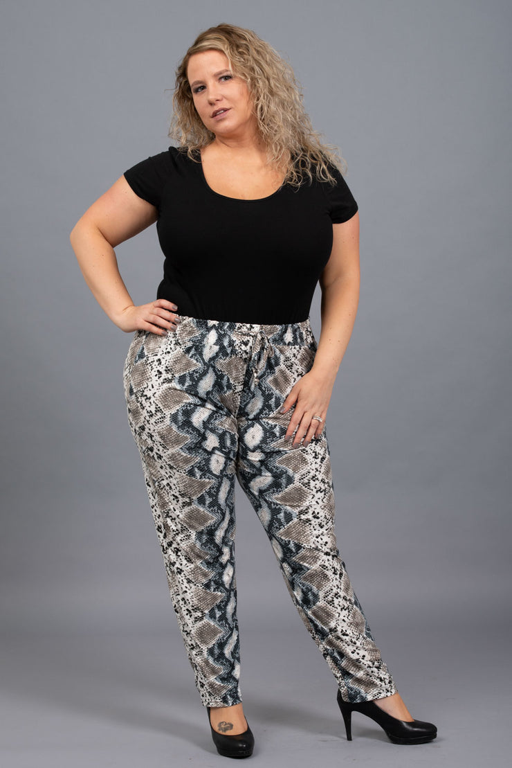 Strike A Pose Pants - Curvy