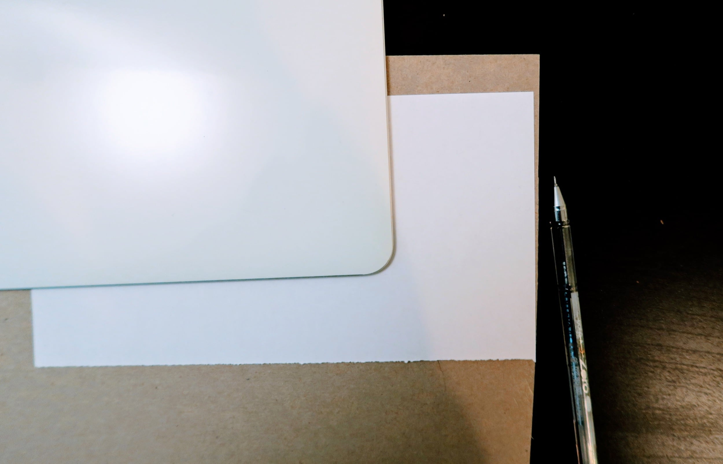 Tracing the laptop lid