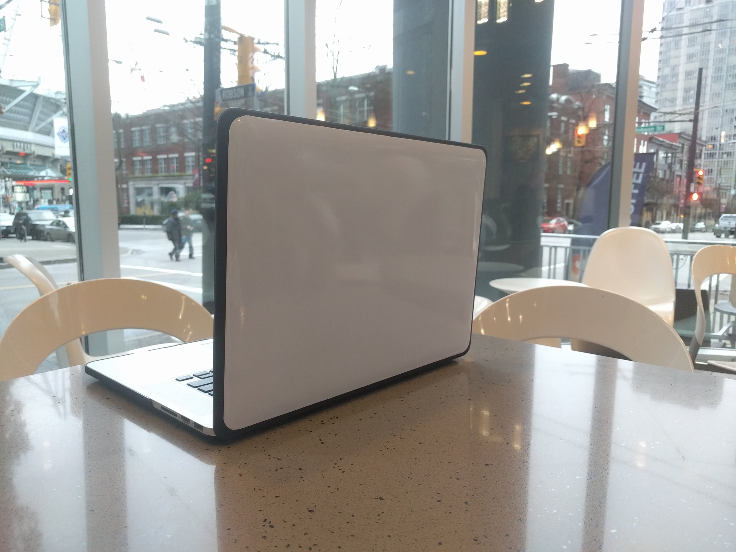 Laptop Whiteboard in a Coffee Shop