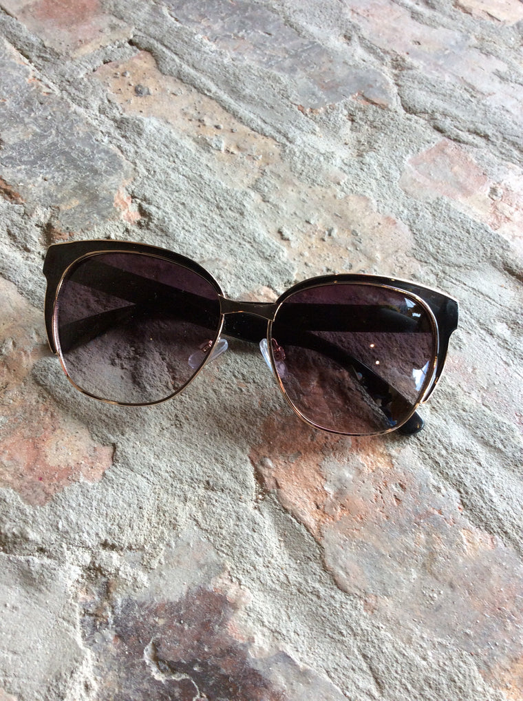 Blk Sunglasses In Gld Pouch