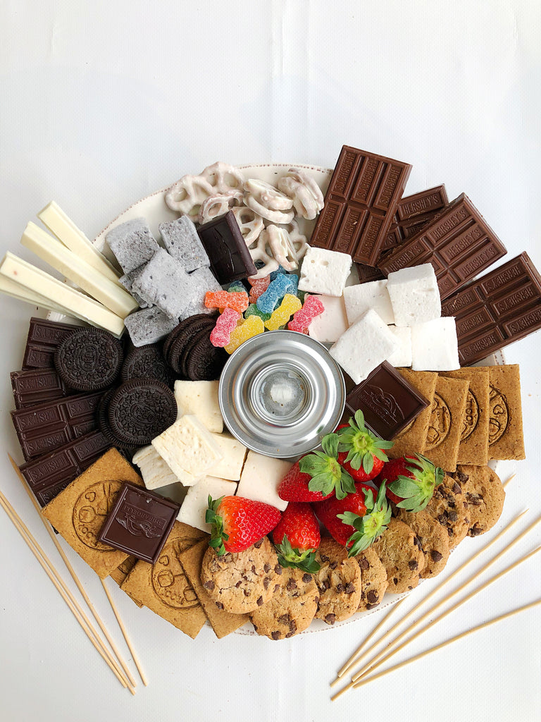 A full display of the XO Marshmallow S'mores Board