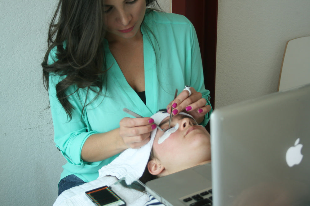 Benefits of Taking an Online Eyelash Extensions Training Course