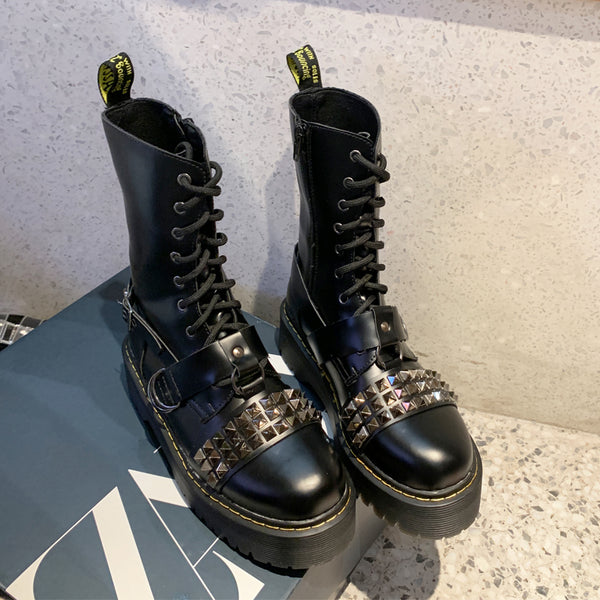 Fashionable handsome rivet Martin boots yv43403