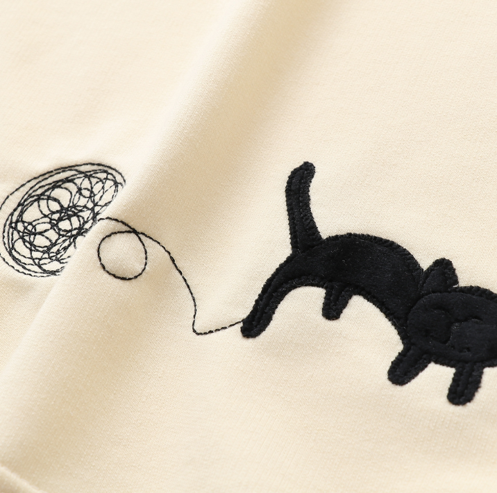Cute cat embroidery T-shirt YV40312