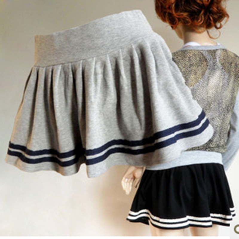 The navy pleated skirt YV2274