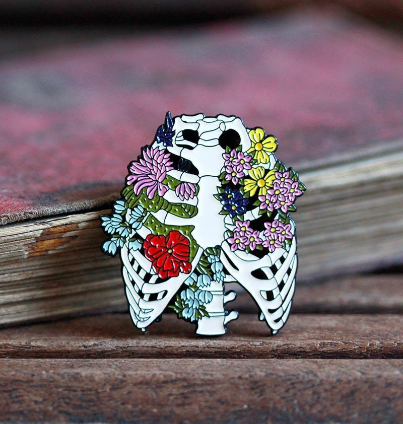 Rib cage with flowers - Enamel pin, 35mm