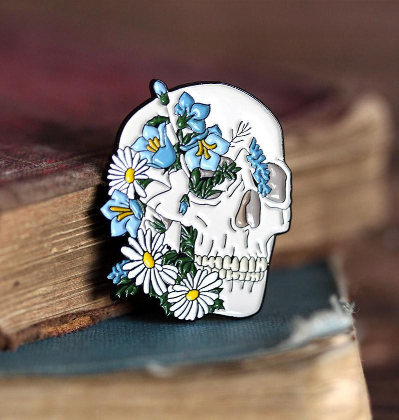 Anatomical skull pin