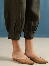 Load image into Gallery viewer, Lenora Pintuck Pants in Olive