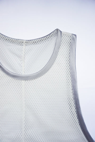 Blanc mesh tank top finishing