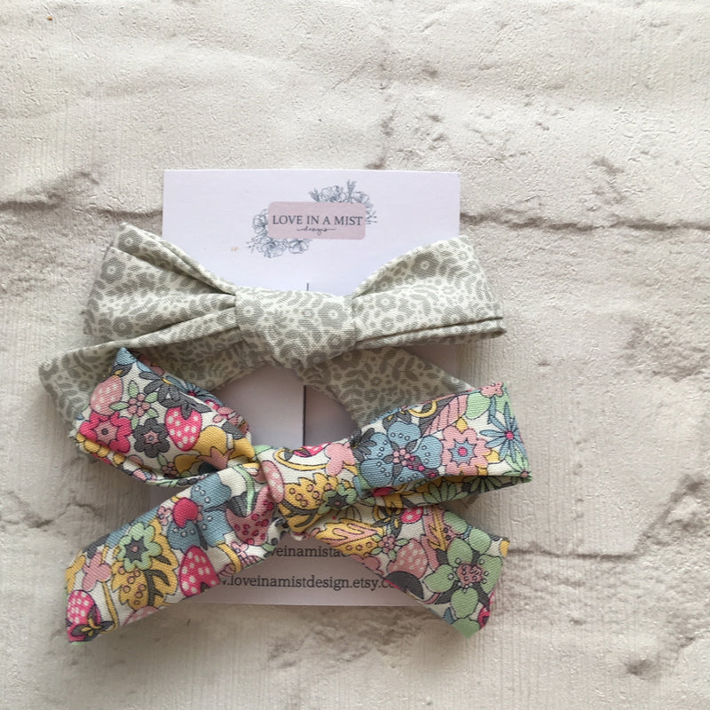 GREY STRAWBERRY BOW PACK