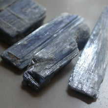 Load image into Gallery viewer, Blue Kyanite - Song of Stones