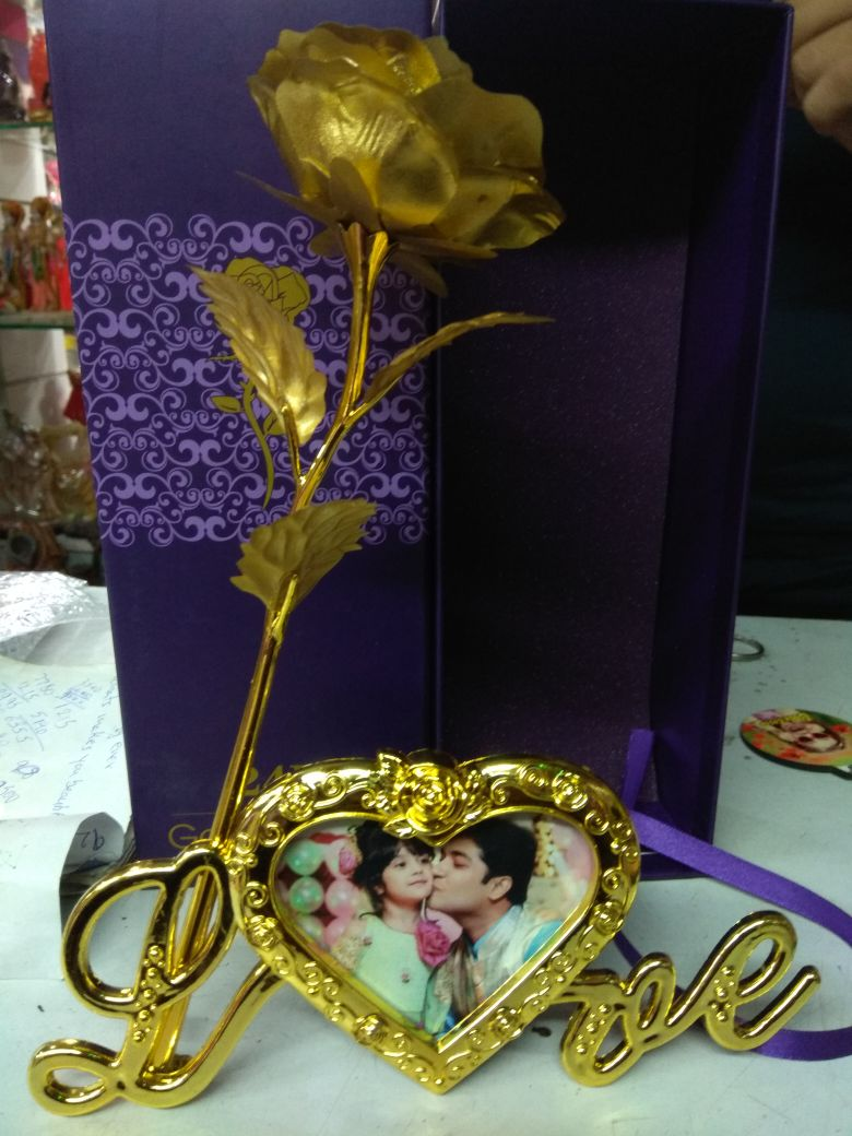 Sosha Gold Rose with Love Stand - Sosha
