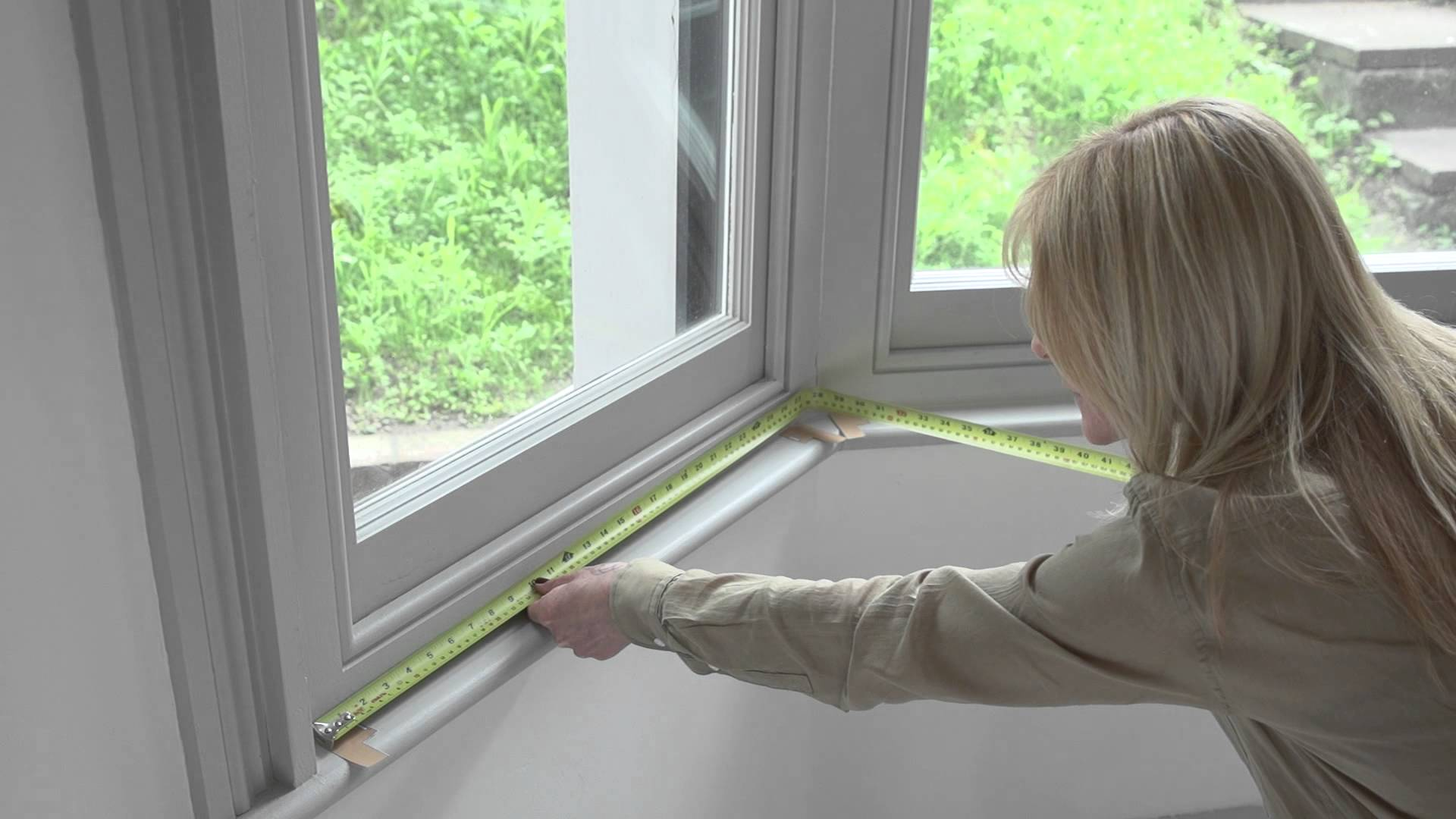 How to measure a bay window for new curtain hardware