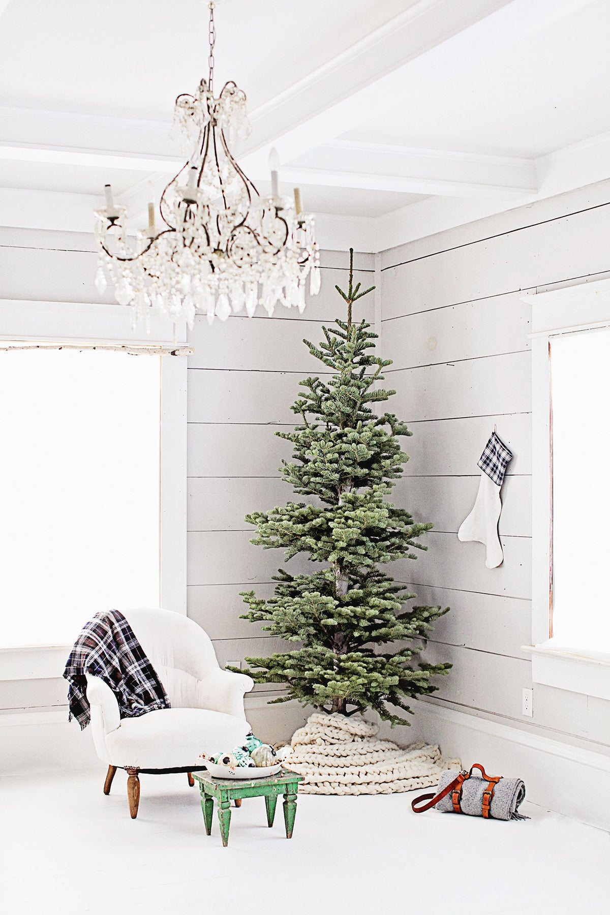 farmhouse Scandinavian Christmas tree with natural curtain bracket ideas