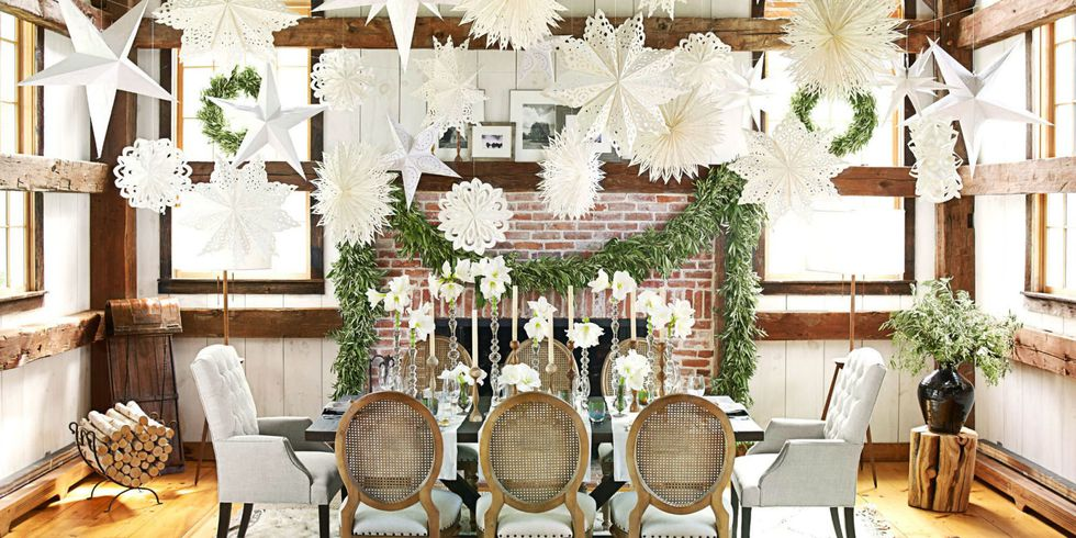 simplistic and glamorous Christmas table setting curtain bracket ideas