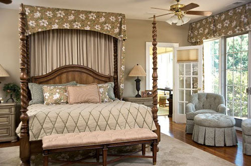Valance and Curtain Four Poster Bed