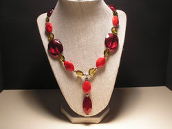 N-001/RED AND GOLD ACRYLIC PENDANT DROP NECKLACE