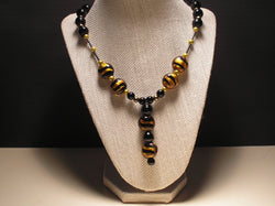 N-004/BLACK AND GOLD GLASS BEADED NECKLACE.