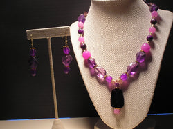 S2-009/PURPLE ACRYLIC NECKLACE WITH PENDANT AND MATCHING EARRINGS