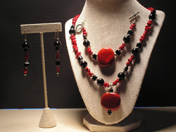 S3-001/RED AND BLACK GLASS BEADS PENDANT STYLE NECKLACE, BRACELET & EARRINGS