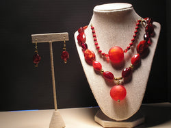 S3-004/RED GLASS AND ACRYLIC PENDANT STYLE NECKLACE WITH MATCHING BRACELET/EARRINGS.