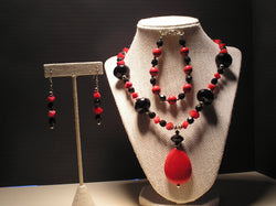 S3-005/RED JASPER PENDANT STYLE NECKLACE WITH BLACK ACCENTS, MATCHING BRACELET/EARRINGS