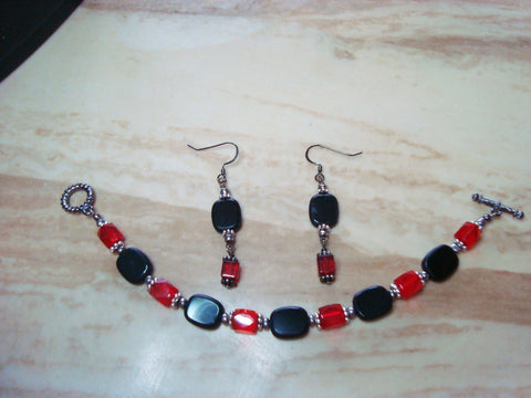 B2-003/RED/BLACK CRYSTAL AND GLASS BEAD BRACELET/EARRING SET