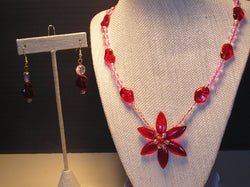 S2-023/RED GLASS FLOWER PENDANT NECKLACE WITH MATCHING EARRINGS.