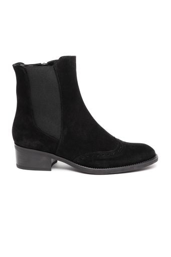 Leather ankle boot with brogue toe detail- black by 'Toni Pons'