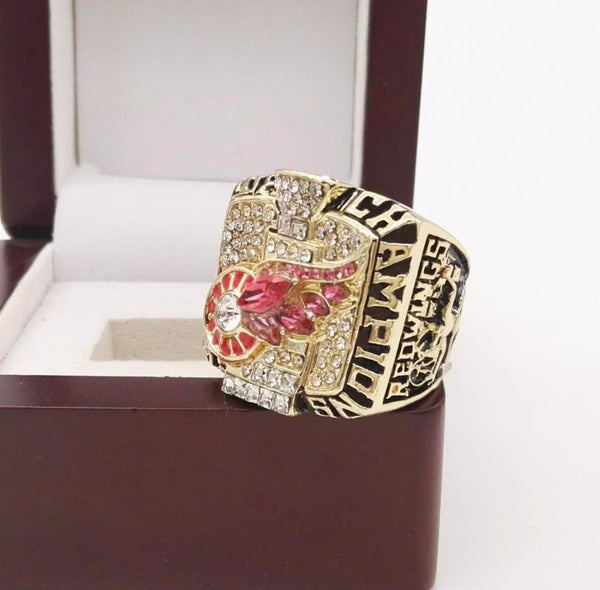 Detroit Red Wings NHL (2002) - Replica Stanley Cup Championship Ring