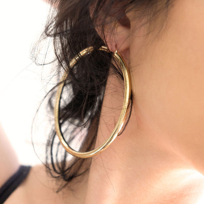 14K Extra Large Classic Hoop Earrings - MODEL