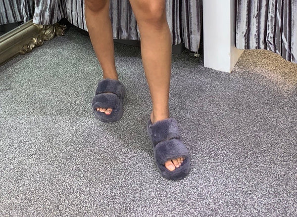 Chunky luxury faux fur slippers - grey