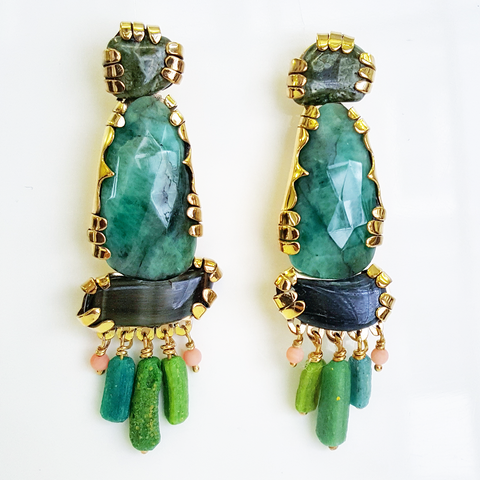 Emerald stone sculpture earrings