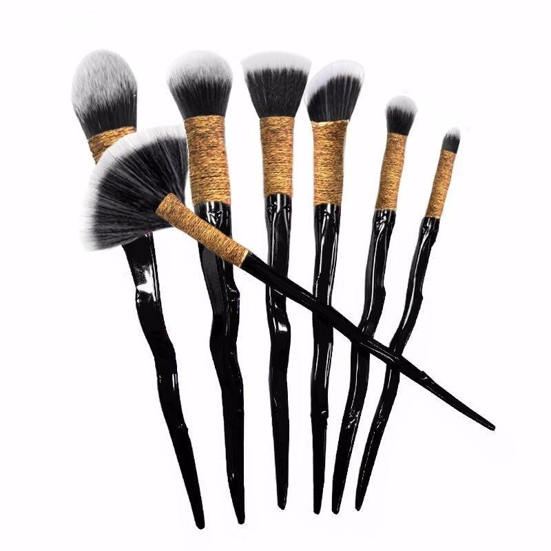 [LIMITED EDITION] Dragon Glass Dagger Makeup Brushes