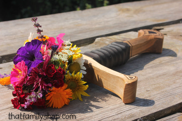 LOTR Sword Hilt Bouquet Holder-thatfamilyshop.com