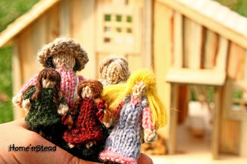 Little House Family Dolls Tiny Dollhouse People Prairie Knitted Natural Wool Waldorf - thatfamilyshop.com