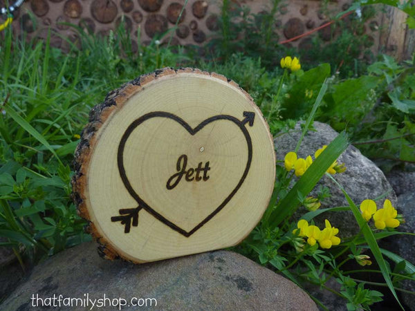 Custom Name on a Log Slice Personalized Birthday Party Table Marker - thatfamilyshop.com
