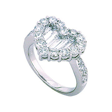 1F0019AWLRD0 18KT White Diamond Ring