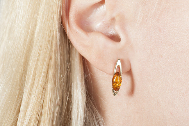 "Cognac Baltic amber earrings in 14kt yellow gold ""Mistery"""